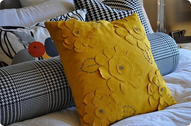 feltflowerpillow