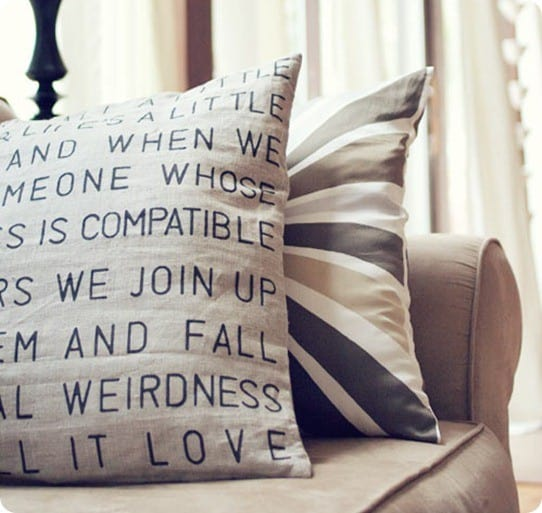 DIY_stencil_throw_pillow1