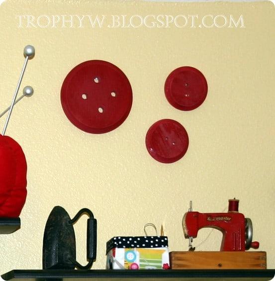 button wall decor