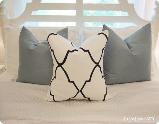 DIY Home Decor | Would you believe this beautiful designer-inspired pillow was made with a Sharpie???