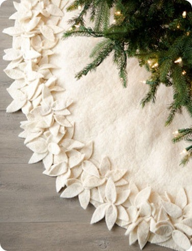 Artisan Overlapping Floral Tree Skirt