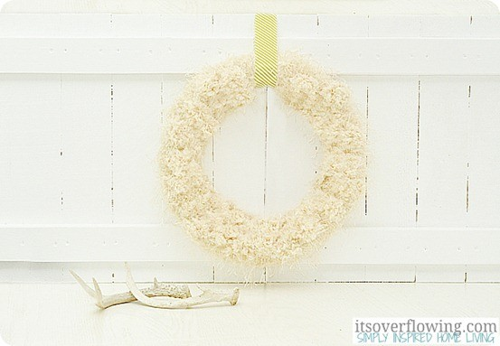 Easy-Anthropologie-Knockoff-Cream-Tufted-Wool-Wreath-Tutorial-ItsOverflowing.com2_.jpg