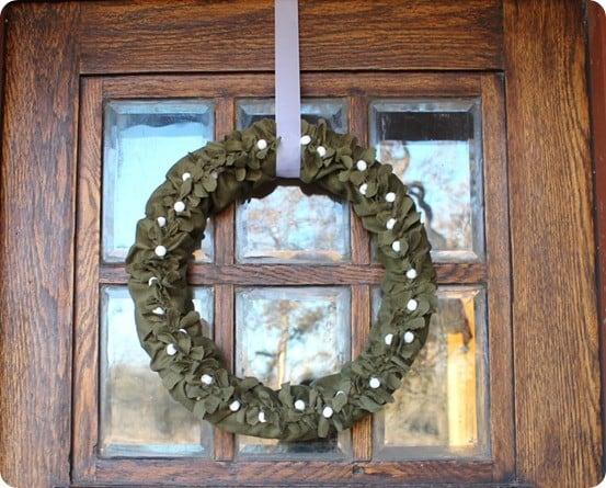 diy felt mistletoe wreath