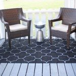Painted Outdoor Rug with Quatrefoil Design