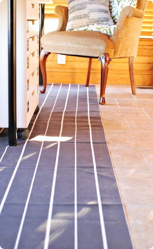 black and white stripe runner