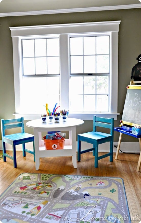 Round Kids Play Table With Shelf