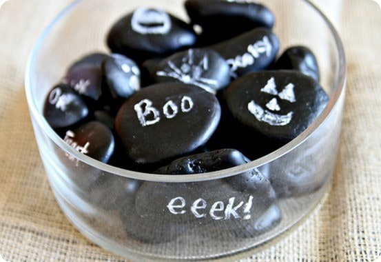 DIY Halloween Decorations | Looking for cheap and easy homemade Halloween decorations? It doesn't get any simpler than these chalkboard rocks that can easily transition from season to season!