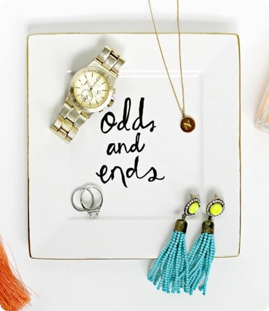 DIY Home Decor ~ This pretty jewelry dish was inspired by Kate Spade and knocked off with a Sharpie!