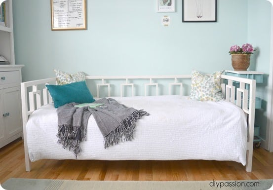 Wood Projects ~ West Elm Knock Off Daybed with Plans from Ana White