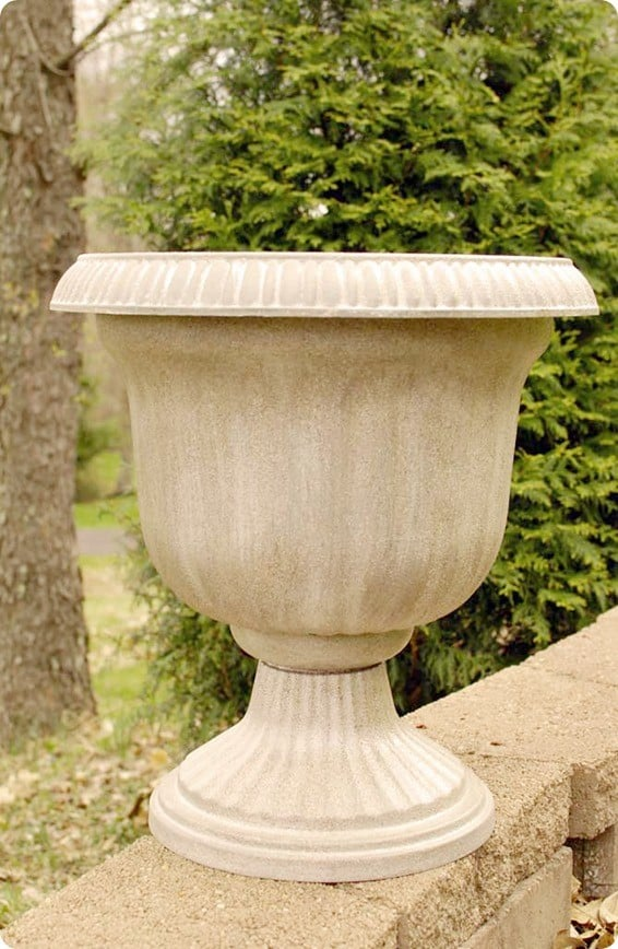 Outdoor Projects ~ Transform a cheap outdoor planter to look like stone with spray paint!