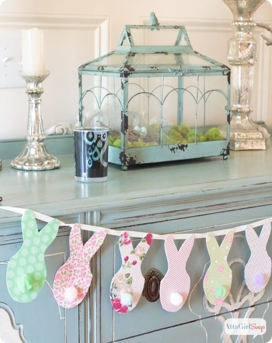 Pottery Barn Knock Off Bunny Banner ~ This adorable bunny garland is the perfect way to use up fabric scraps and only involves basic cutting skills!
