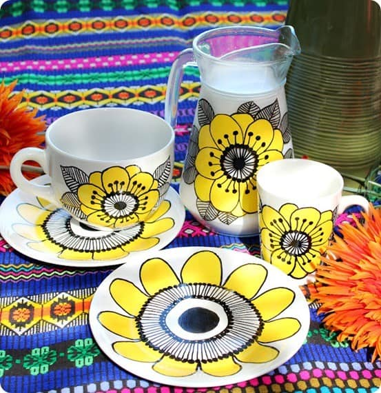 Marimekko Knock Off Plates ~ Follow this video tutorial to make your own dishwasher safe plates just like Marimekko.