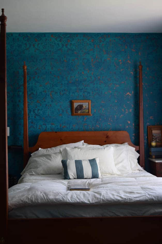 Ombre-stenciled-wall-bedroom