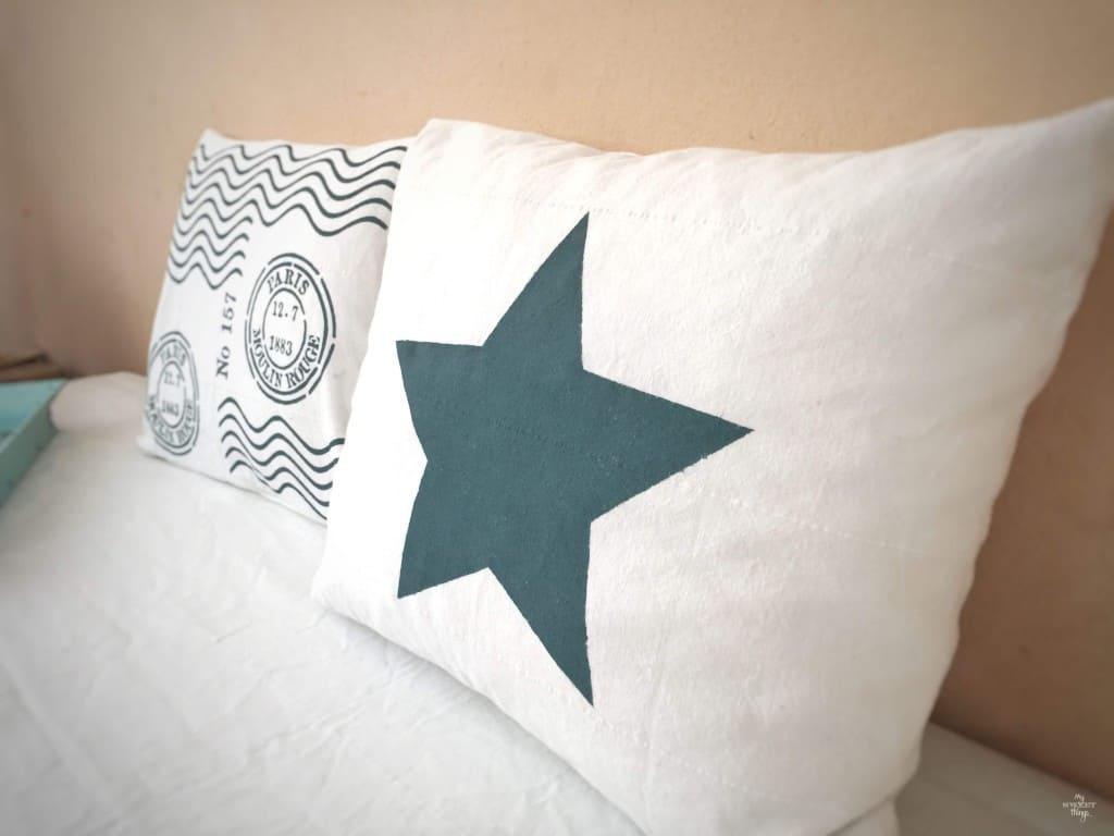 Como hacer una funda de cojin de estrella DIY · Via www.sweethings.net
