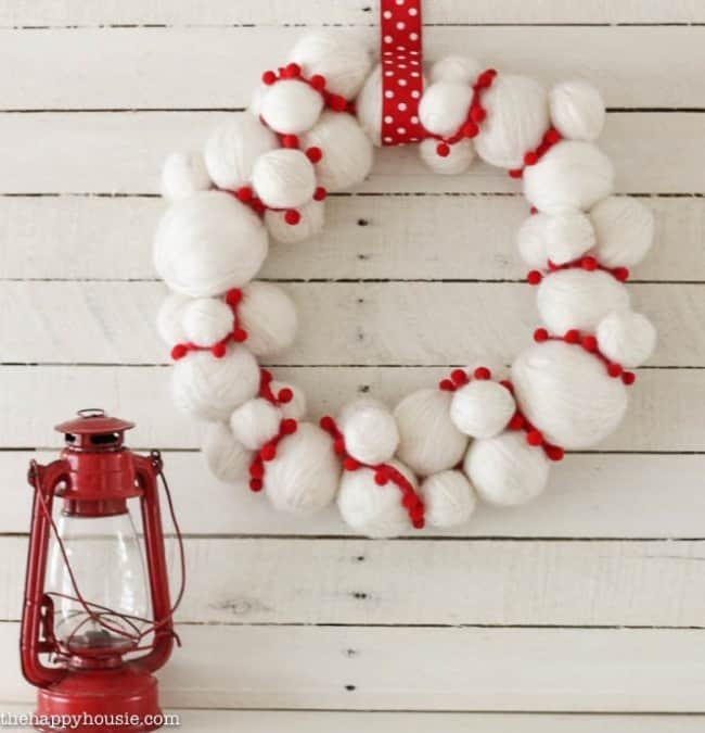 adorable-quick-and-easy-yarn-snowball-diy-christmas-wreath-at-thehappyhousie-com-2