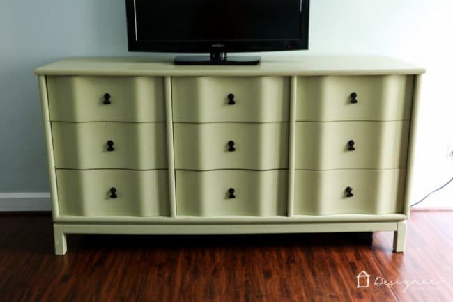 how-to-paint-wood-furniture-2-1024x683