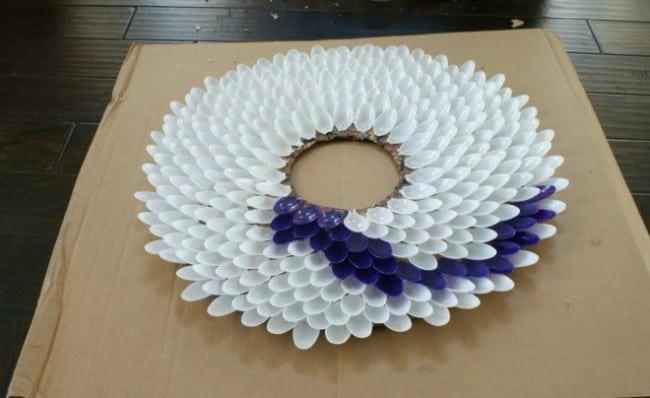DIY Plastic Spoon Mirror