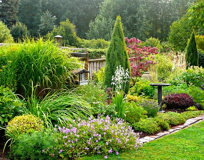 7 Natural Landscaping Ideas - KnockOffDecor.com on Backyard Border Ideas id=52352