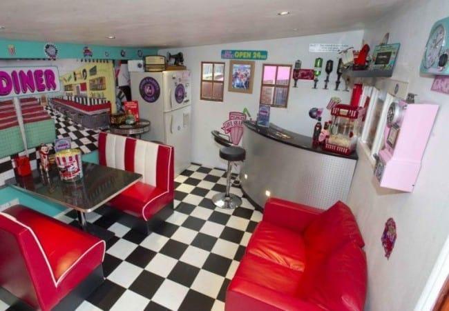 '50s-Themed Bar