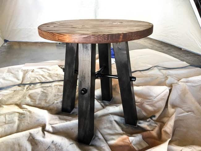 Small Round Rustic Side Tables: Round Side Table Rustic Appeal