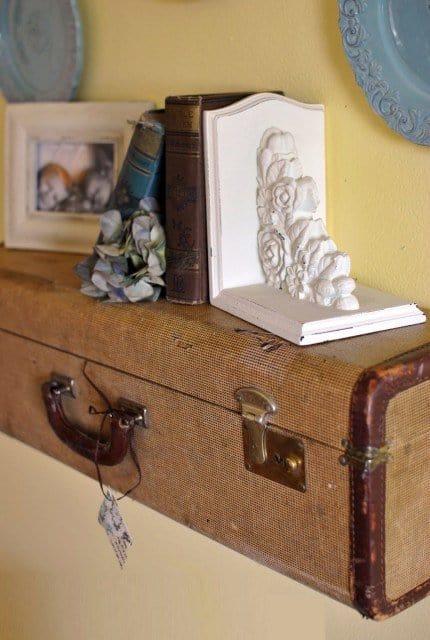 Suitecase-wall-shelf