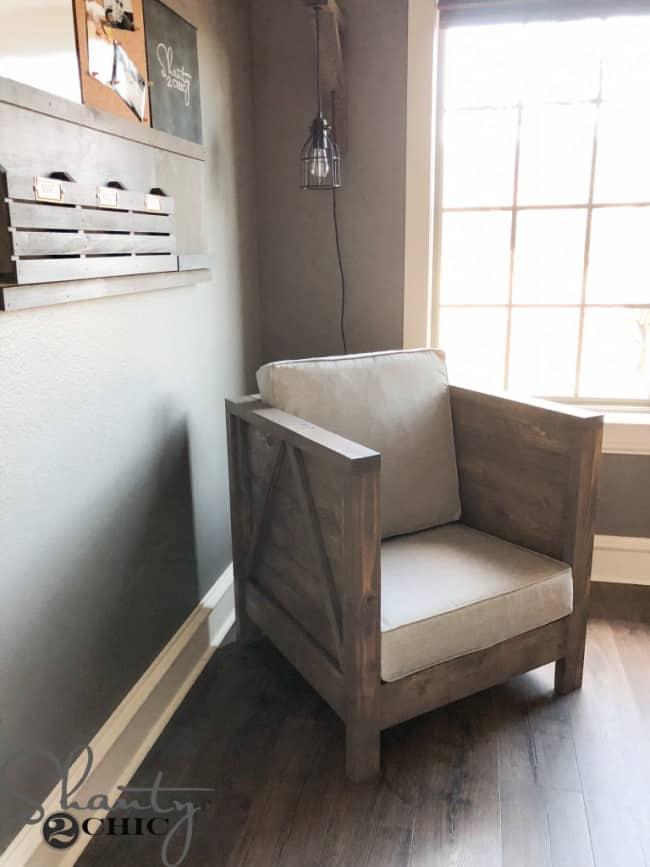 DIY-Wood-Clubchair