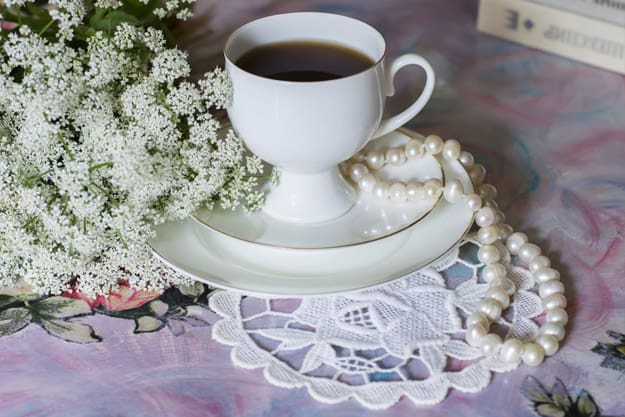 Pearl necklace for table decor
