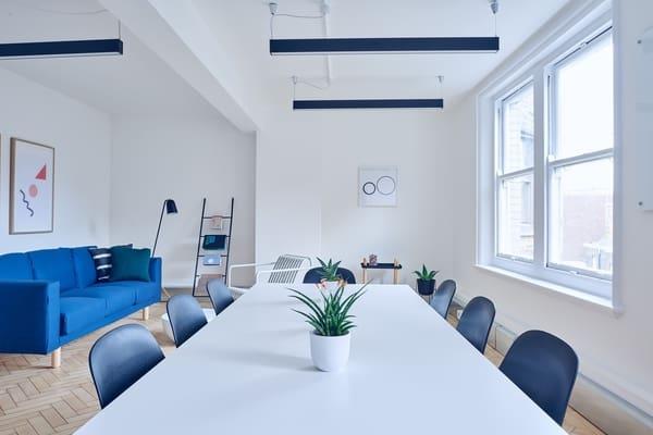 blue motif dining room