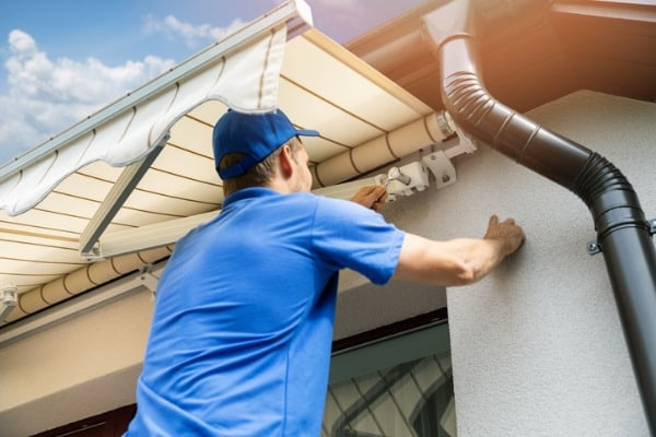 retractable awnings maintenance