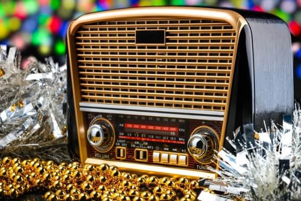 play christmas music