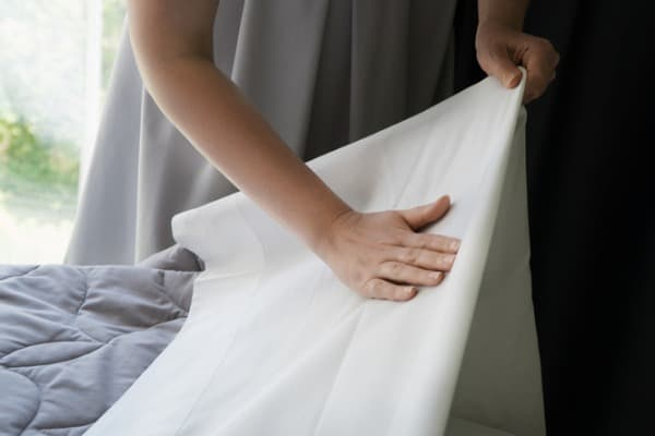 putting bed linen