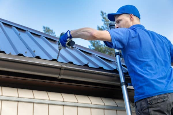 roof contractor make repairs