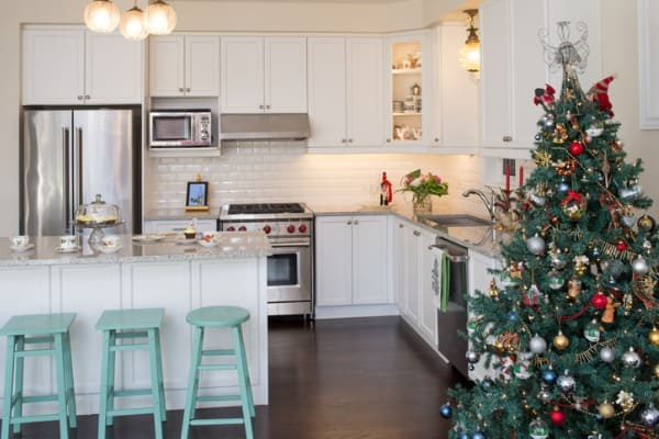 white kitchen with christmas decorations