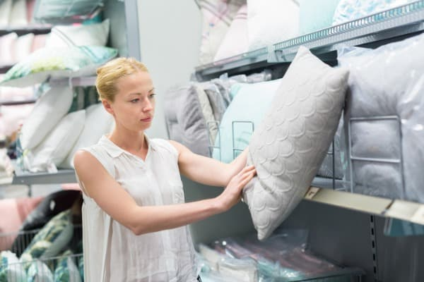 woman choose type of pillow
