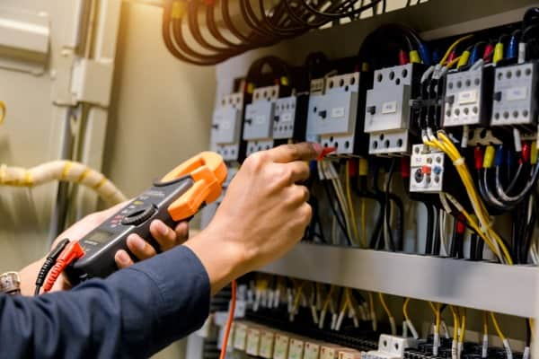 electrician engineer work tester measuring-voltage and current