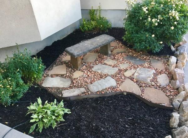 using mulch in garden