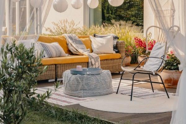 backyard-furniture-set