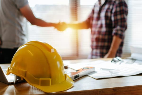 contractors-building-house