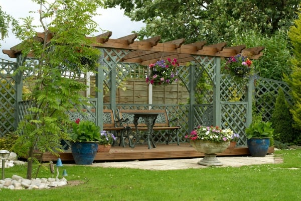 pergola-in-an-english-urban-garden