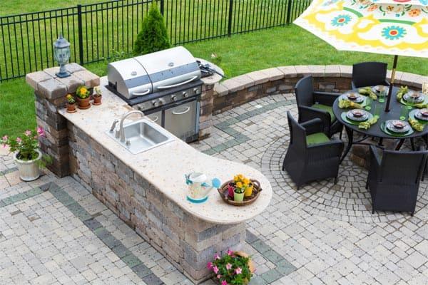 backyard-kitchen-seating