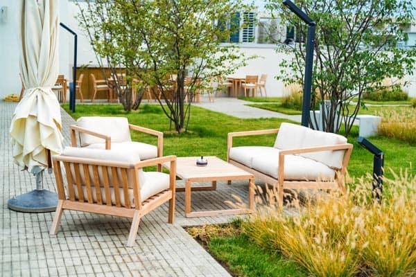 outdoor-decor-budget