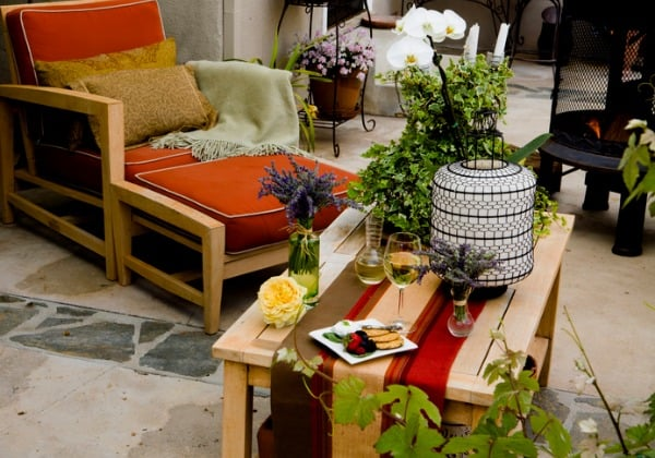 outdoor-patio-furniture-with-decor