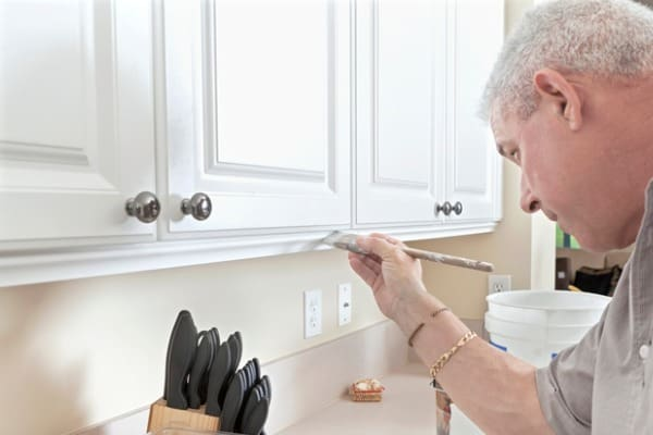 painting-old-cabinets