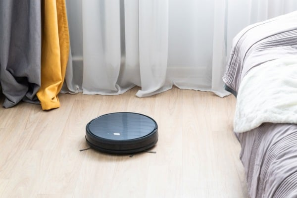 robotic-vacuum-bedroom