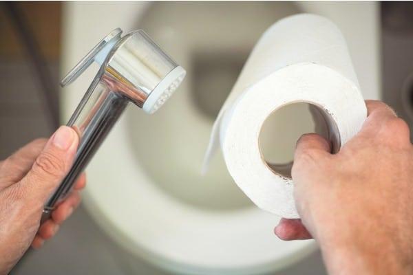 bidet-vs-toilet-paper