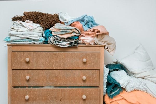 clutter-bedroom-sample