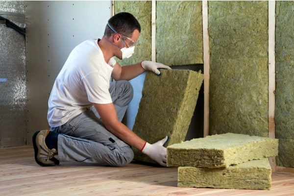 installing-home-insulation
