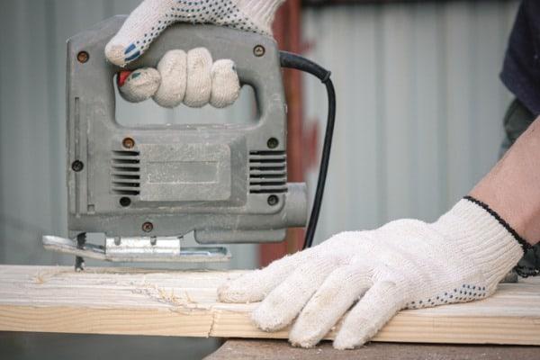 jigsaw-power-tool-cutting