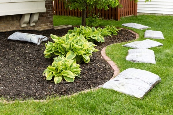 prepare-mulch-garden