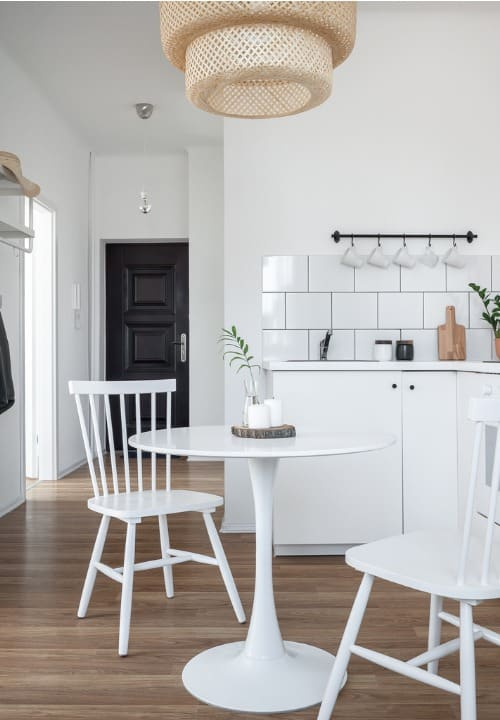 white-tulip-table-chairs
